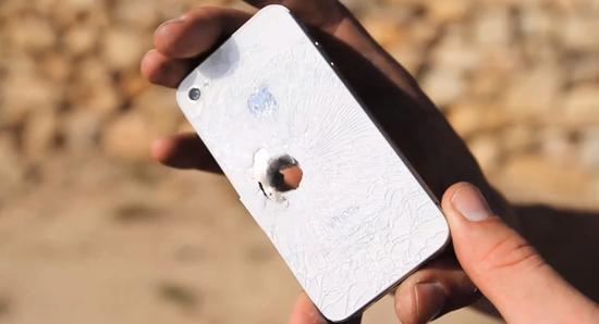 Photo of Disparan a un iPhone 4S con una bala del calibre 50